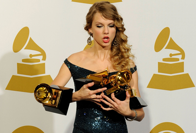 Armful-Of-Grammys-Taylor-Swift-01.jpg