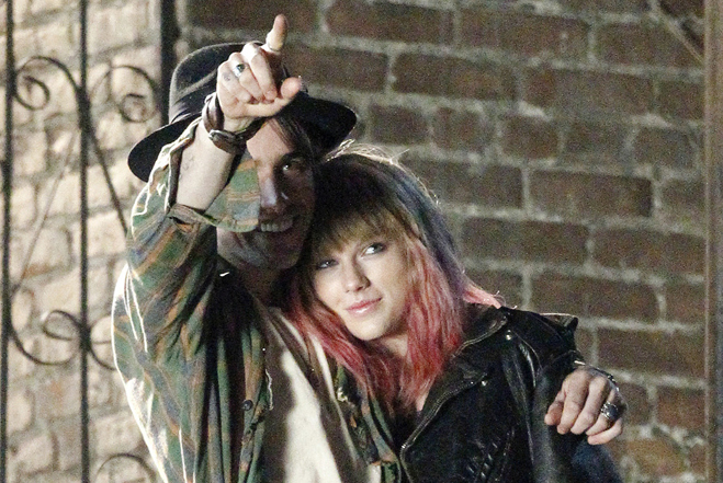 Taylor-Swift-Reeve-Carney-Music-Video-Feature.jpg