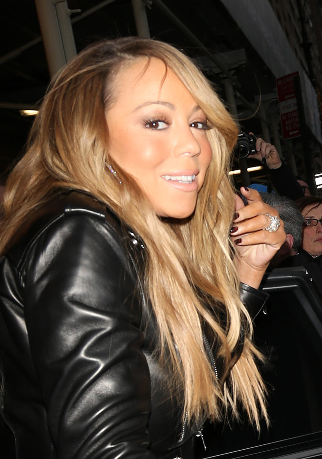 Mariah-Carey-Birthday-Hair-Touching-02.jpg