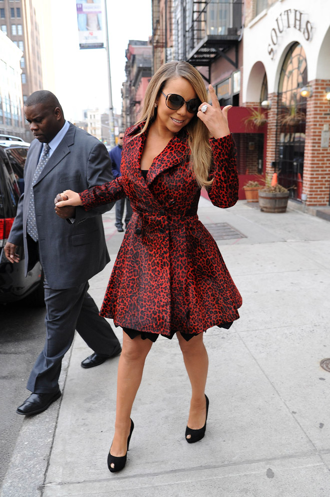 Mariah-Carey-Birthday-Hair-Touching-03.jpg