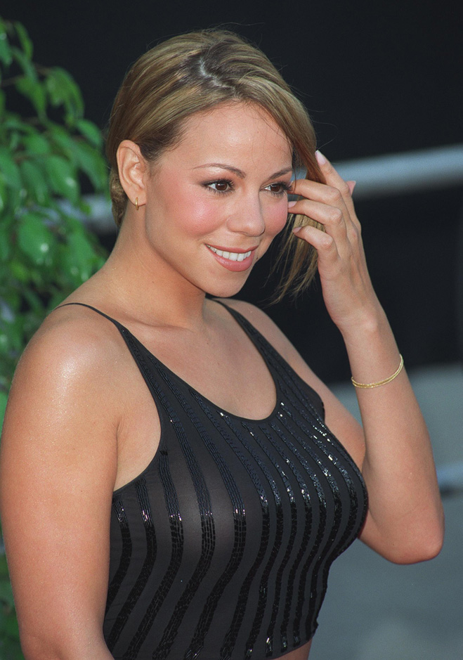 Mariah-Carey-Touching-Her-Hair-03.jpg