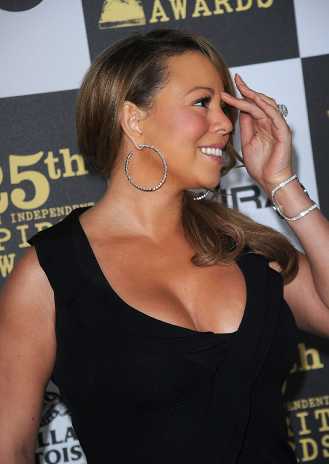 Mariah-Carey-Touching-Her-Hair-08.jpg