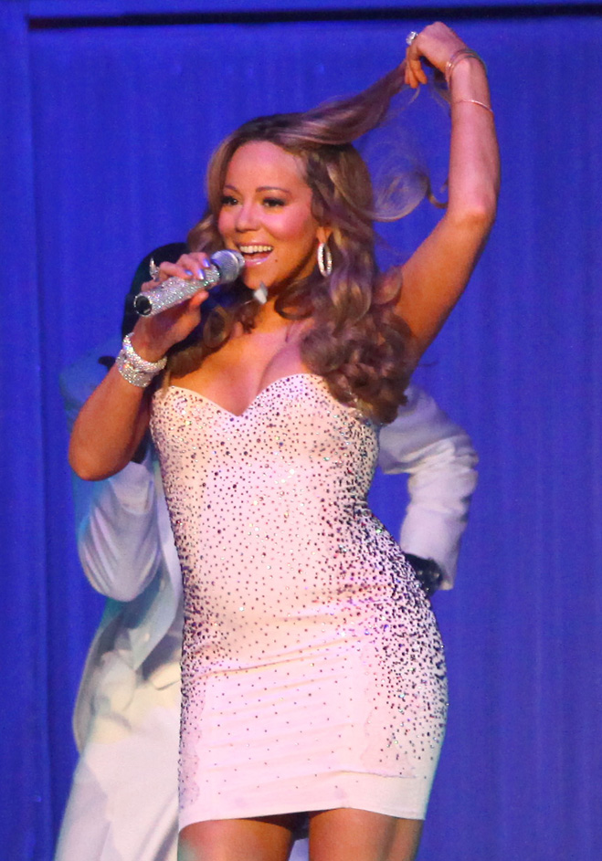 Mariah-Carey-Touching-Her-Hair-10.jpg