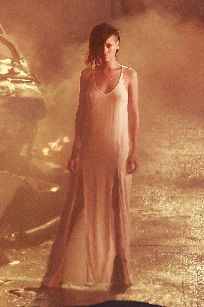 Rihanna-Diamonds-Video-Shoot-04.jpg