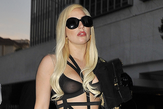 lady-gaga-seethrough07.jpg