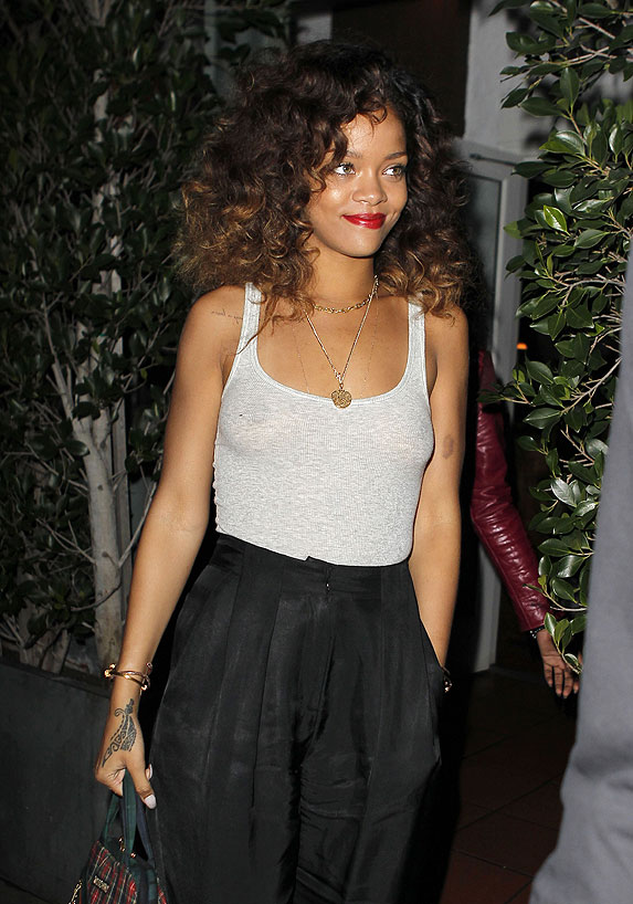 rihanna-nipples-full.jpg