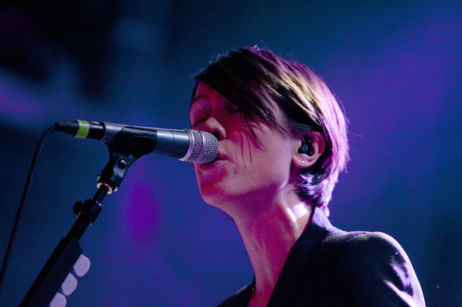 Tegan-And-Sara-Slideshow-Sara-03.jpg