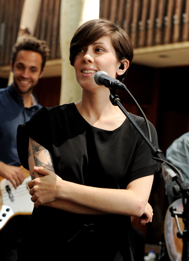 Tegan-And-Sara-Slideshow-Tegan-06.jpg