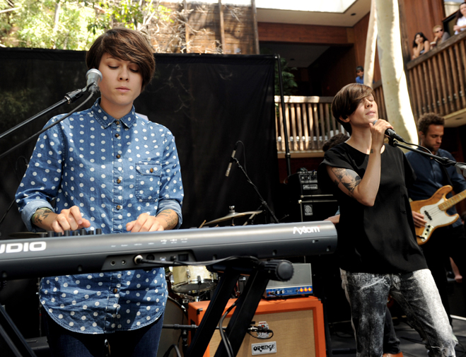 Tegan-And-Sara-Slideshow-Together-01.jpg