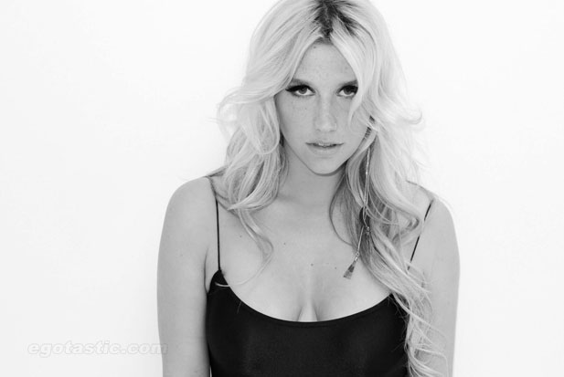 holding_kesha-terry-richardson-shoot-03.jpg