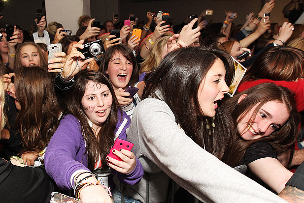 one-direction-fans.jpg