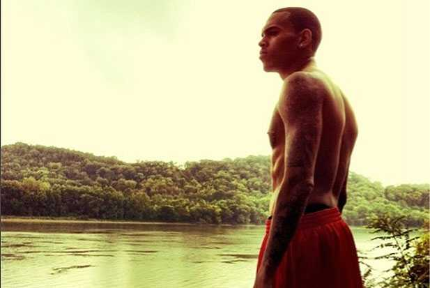 chris-brown-alone-holding