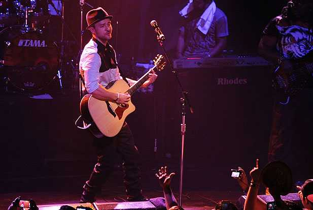 justin timberlake performs