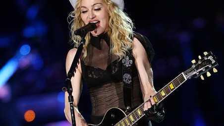 maddona-performs-superbowl