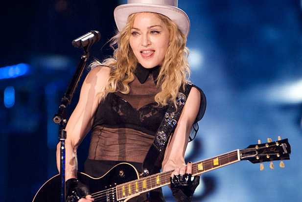 madonna-perfoming