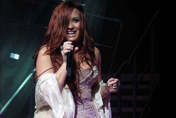 demi lovato covers moves like jagger