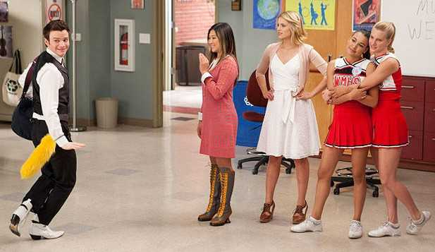 - glee-i-kissed-a-girl-617x357