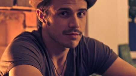 kris allen Dubstep Christmas and one freaky mustache! oh Movember!