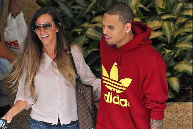 chris-brown-girl-holding