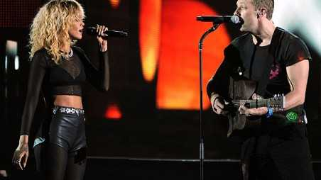 rihanna-coldplay-grammy-perf
