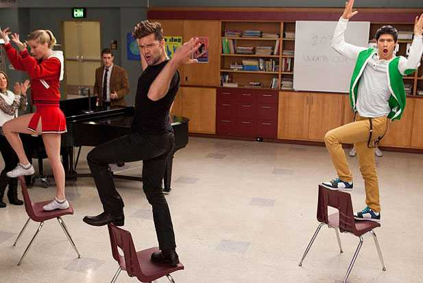 glee ricky martin sexy and I know it spanish teacher episode