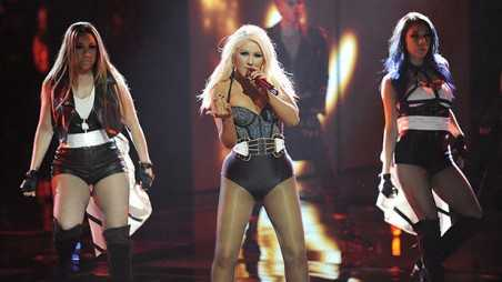 voice-xtina-performs