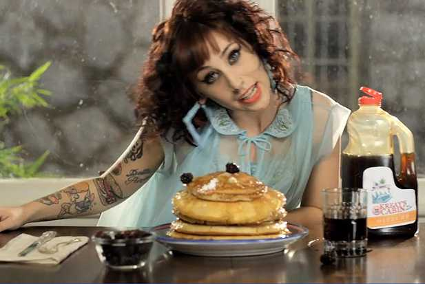 kreayshawn-breakfast-twochains