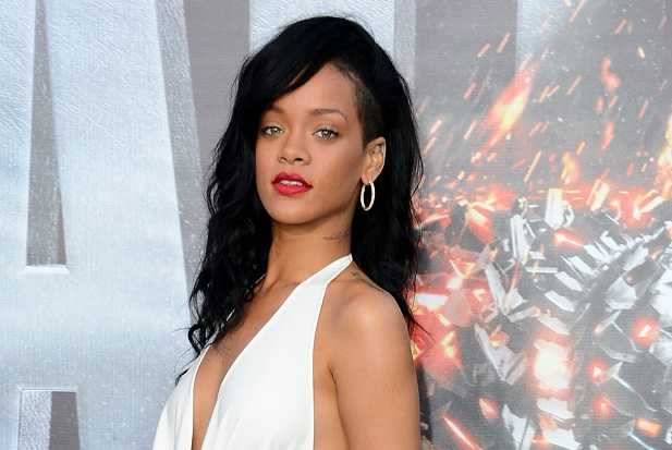 Rihanna Admits Suffering Emotional Breakdown While Recording Album
