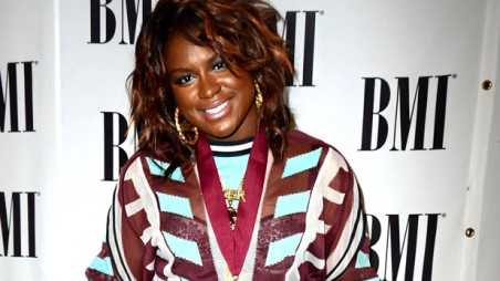 Ester Dean new single - holding