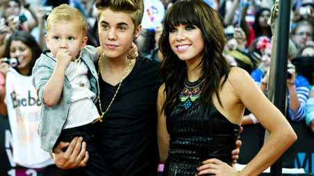 Justin Bieber and Carly Rael Jepsen - holding