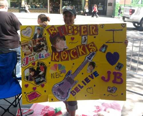 Justin Bieber Today Show Performance - Bieber Rocks Sign - embed image