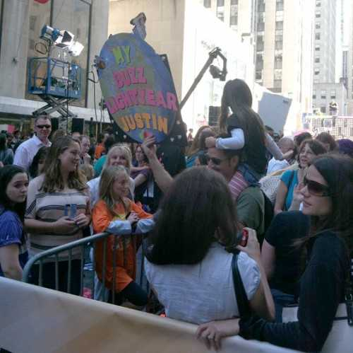 Justin Bieber Today Show Performance - Buzz Fan - embed image