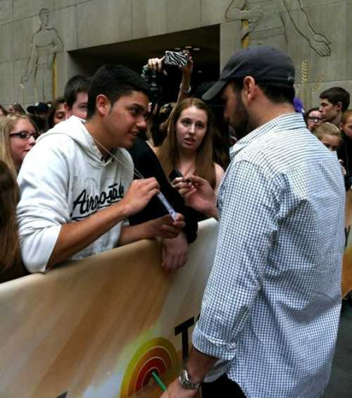 Justin Bieber Today Show - Scooter Greets Fans - embed