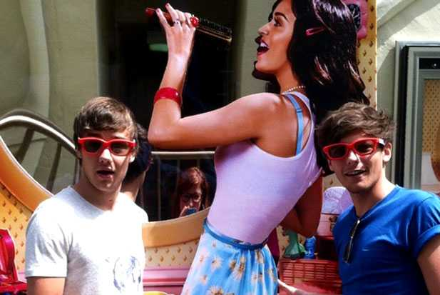 Katy Perry Galler: holding