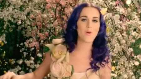 Katy Perry Wide Awak Video - holding