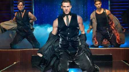 magic-mike-holding
