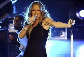 Mariah Carey sings for Obama - holding
