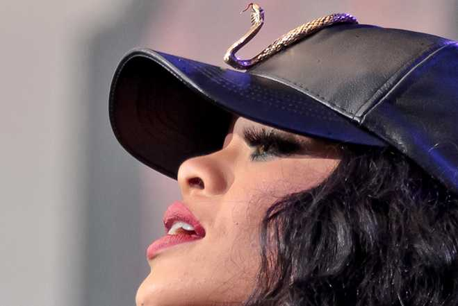 Snap Backs Rihanna