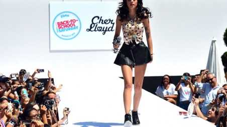 Cher Lloyd Flashes Audience