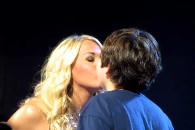Carrie Underwood Kiss