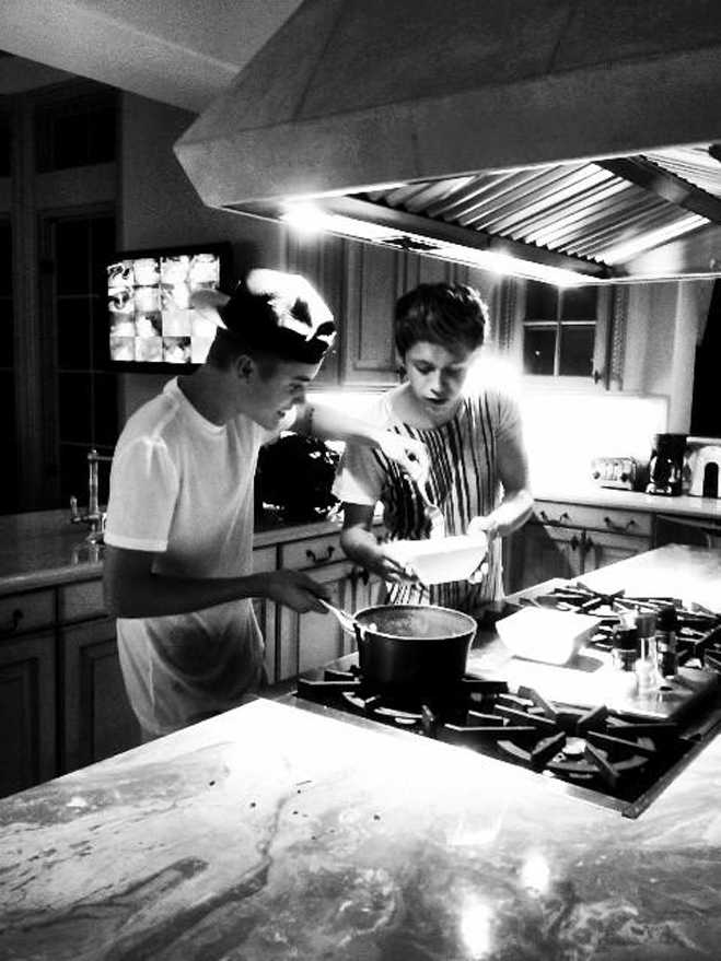 Sticky Justin Bieber Niall Horan Cooking