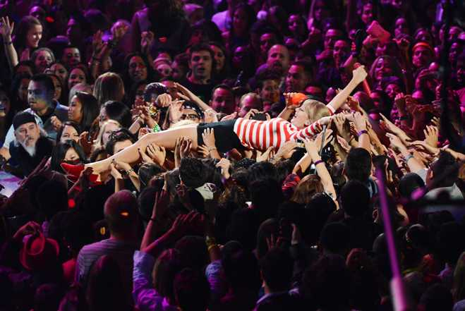 VMAs Taylor Swift Performance
