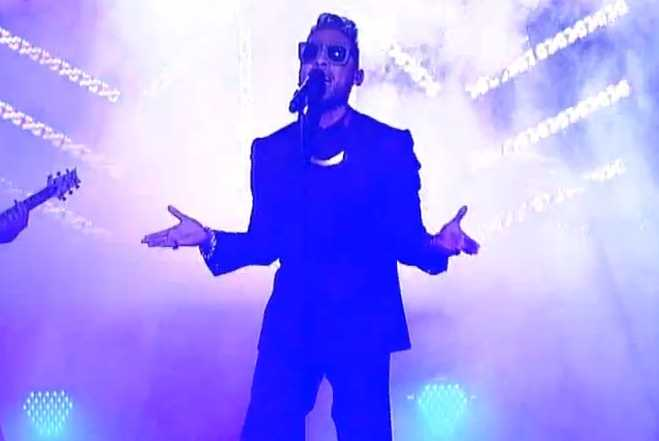 "Miguel Performs ""Adorn"" on ""The Late Show with David Letterman"""