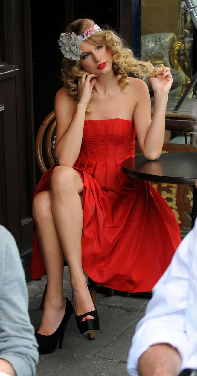 Style Taylor Swift Red Dresses