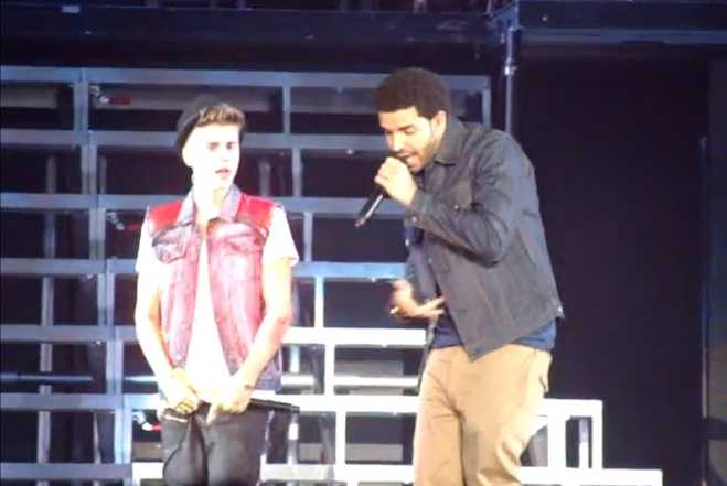 """Drake Joins Justin Bieber for """"Right Here"""" in Toronto"""