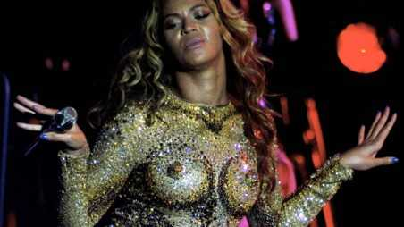 Superstar Beyonce goes through some sexy costume changes as she returns to the stage, in top form, on the first night of her 'Mrs Carter World Tour' at Kombank Arena in Belgade, Serbia. Kauffman / GoldenEye/ Splash News