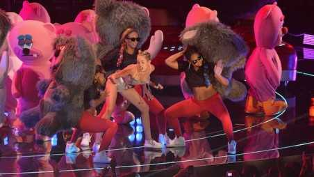 Miley Cyrus VMAs Twerking