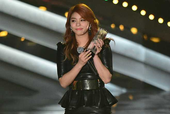 Nude photos of K-pop star Ailee made her cry on stage