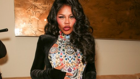 Lil' Kim Feature