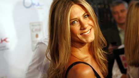 Jennifer Aniston Ditches Glamour Falls Apart For New Movie feature